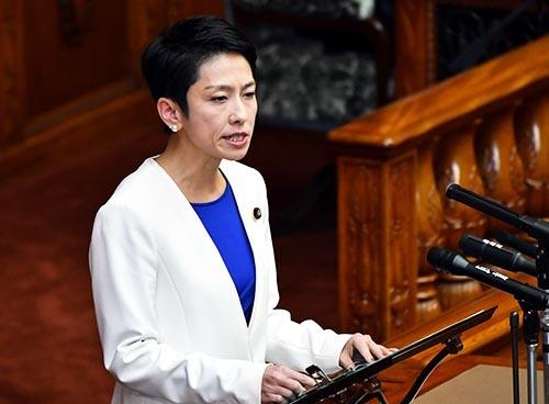 民進党の蓮舫代表は、連合の批判に対応して3月12日の党大会で「2030年原発ゼロ」を打ち出すことを断念した。(写真:Natsuki Sakai/アフロ)