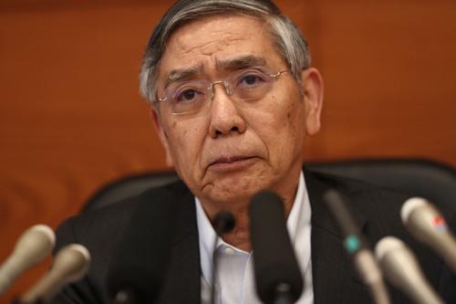金融緩和策の修正を決めた黒田日銀総裁(写真:AFP/アフロ)