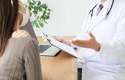 医師の人件費などは引き上げられる見通しだ。