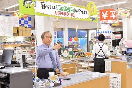 山口社長は週末店頭に立ち、顧客とコミュニケーションを取る(写真:菊地一郎、以下同)