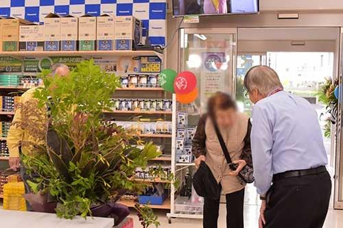 山口社長は店員との会話の流れを変えるために顧客に声を掛けることもある