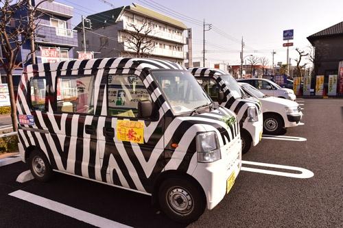 訪問営業担当者は顧客の絞り込みを始めている。写真は訪問営業車「シマウマカー」(写真:菊池一郎)