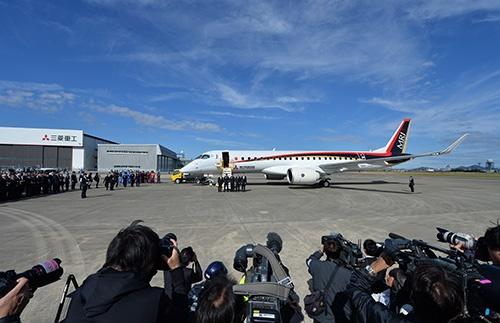 11月11日のMRJ初飛行には多くの報道陣がつめかけ、日本中が沸いたが…