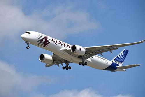 新型エンジンを搭載する双発機のA350。長距離路線などを飛ばすのに向く(撮影:吉川 忠行)