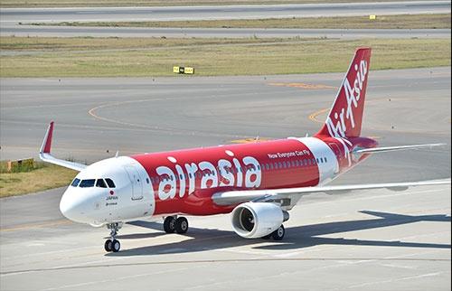 昨年10月、真っ赤な機体に白地で「air asia」と書かれた機体が、セントレアに到着した