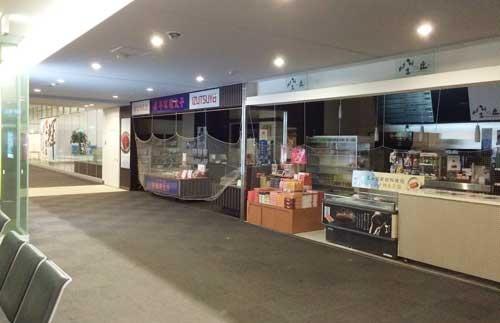 北九州空港の売店も当然ながら閉店している