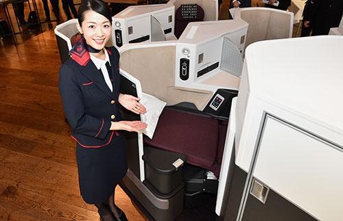 JALが中距離路線向けに導入するビジネスクラスのシート(撮影:吉川 忠行、ほかも同じ)