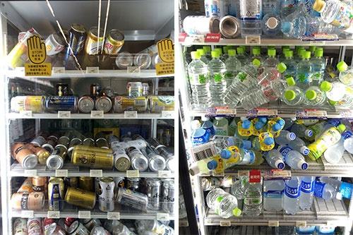 コンビニエンスストアの冷蔵ケースでは飲料が倒れている