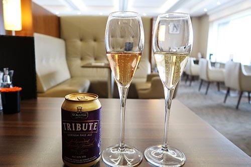 シャンパンなどのアルコールも、ラウンジに用意している
