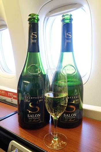 本来は積んでいないサロン2002年(左)もあった。2004年(右)ものと飲み比べられる