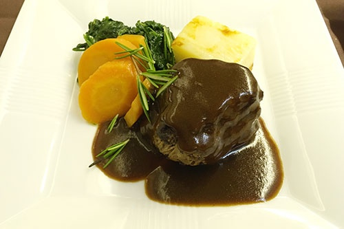 ミディアムレアに調理された牛フィレ肉