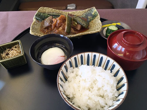 厚切り和牛フィレ肉と賀茂茄子 すき焼き夏仕立て。和食だけれどもしっかりお腹を満たすことができる