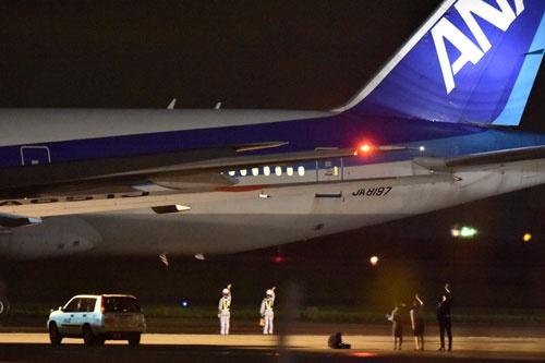 ANAの社員に見送られて、売却先へ飛んでいった日本初の777(撮影:吉川 忠行、ほかも同じ)