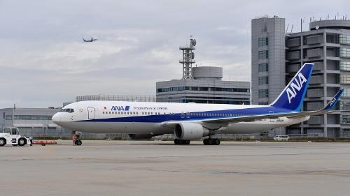 関空第1ターミナルから出発する国際線出発初便のANAの上海行きNH973便