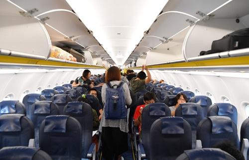 成田で搭乗する乗客の様子。台湾からと見られる乗客でかなり込み合っていた