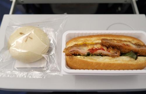 台北からホーチミンへ向かう間に食べた機内食