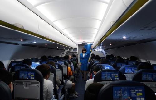 台北出発後の機内は静かだった