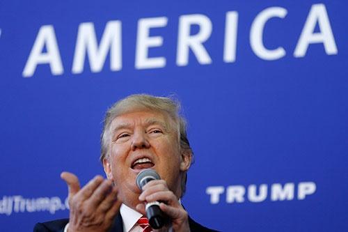 共和党の大統領候補を目指し遊説するドナルド・トランプ氏(写真:AP/アフロ)