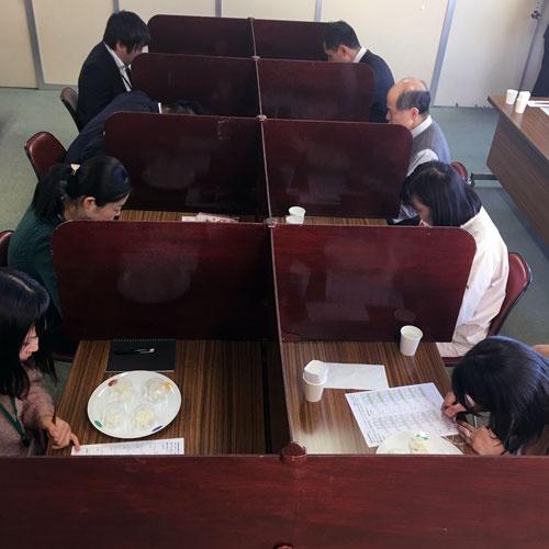 日本炊飯協会が実施したコメの食味検査の様子(日本炊飯協会提供)