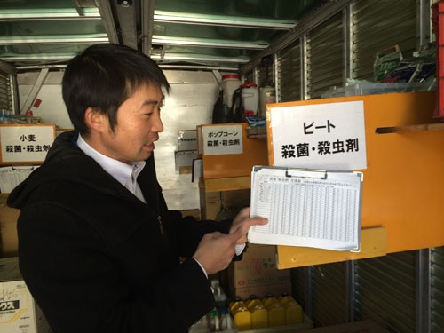 農薬置き場のパーテーションは在庫の増減に合わせて動かせるようにした。(北海道本別町)
