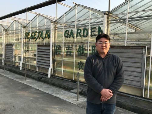 中国で無農薬栽培に挑む佐々木祐輔氏(上海市奉賢区)