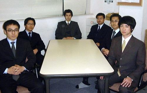 創業のころの様子。中央が高島氏。(写真提供:オイシックス)