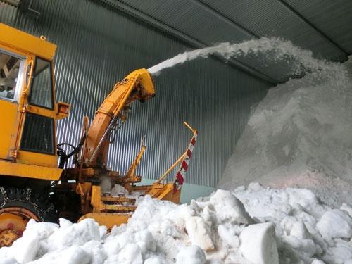 雪の保冷効果で新米の品質を保つ「雪室」(新潟県阿賀町)