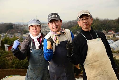有名企業のサラリーマンから農業に転じた3人。左から水野聡さん、続橋昌志さん、泉政之さん。(東京都八王子市、写真提供:アーバンファーム八王子)