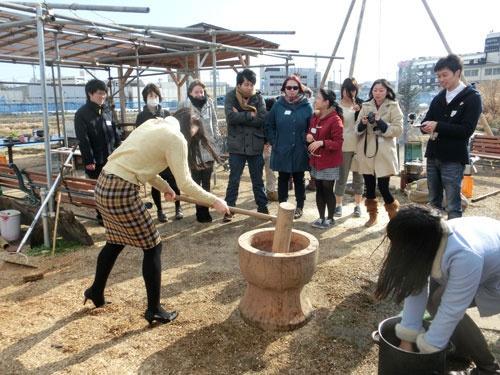 小野さんの農場「はたけんぼ」の餅つきイベント(東京都国立市)