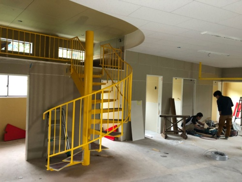 レストランの横で6月にオープンする障がい児のための施設「トインビーホール」(鹿児島県鹿屋市)