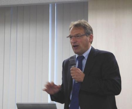 「イノベーションは社会システムのなかで起きる」と話すワーゲニンゲン大学のヨス・フルステーヘン主任研究員