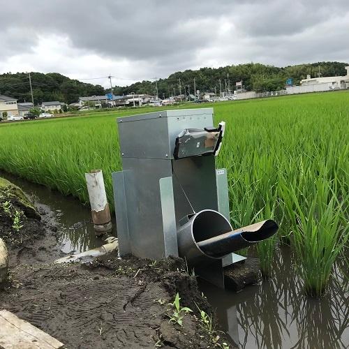 農匠ナビが開発した自動給水機。一見、ローテクに見えるが…(茨城県龍ケ崎市)