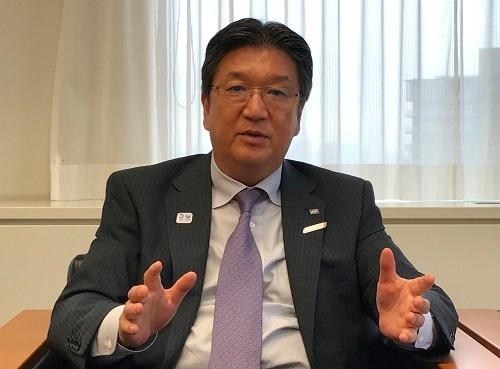 インタビューに応じるJTBの高橋広行社長