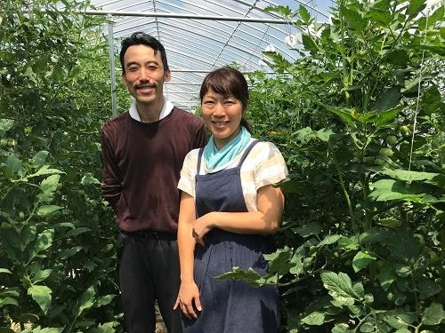システムの活用に手応えを感じ始めた長嶋智久さんと妻の絵美さん(宇都宮市)