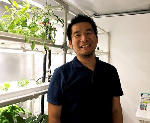 「この仕組みは魚の養殖や養鶏にも使える」と話すプランツラボラトリーの湯川敦之代表(西東京市の東大生態調和農学機構)