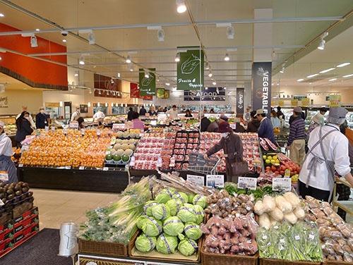 活気のあるヤオコーの青果物売り場(写真提供:ヤオコー)