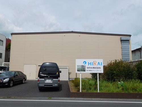 MIRAIの植物工場の外観。この中に「畑」があるとは想像がつかない(千葉県柏市)