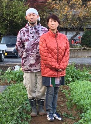 息子の克訓さんと。「代々農家」を未来につなぐ線になるか(東京都多摩市)