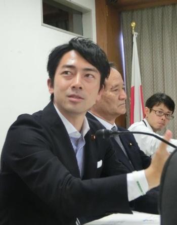 小泉氏は農業資材の値段引き下げをテーマにした(東京・永田町)