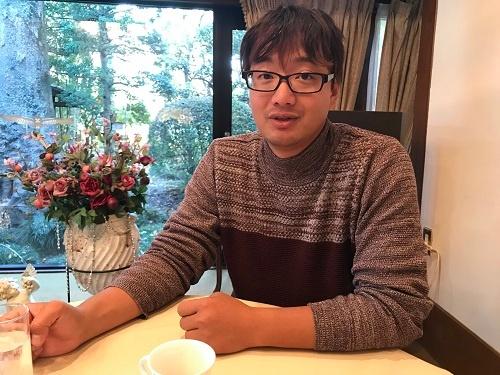 井上祐輔さんは「農業できちんと暮らしていける」と話す(瑞穂町)