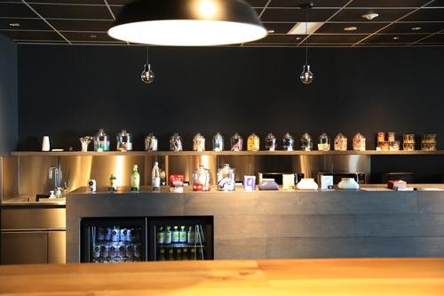 カフェコーナーには様々な飲料も