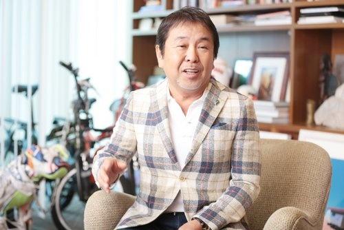 設楽 洋(したら・よう) ビームス 代表取締役<br /> 1951年 東京都生まれ。慶應義塾大学経済学部卒、1975年 株式会社電通入社。プロモーションディレクター・イベントプロデューサーとして数々のヒットを飛ばす。1976年 「ビームス」設立に参加。1983年 電通退社。自らをプロデューサーと位置付け、その独自のコンセプト作りによりファッションだけでなく、あらゆるジャンルのムーブメントを起こし、セレクトショップ、コラボレーションの先鞭をつけた。(撮影:鈴木愛子、以下同)