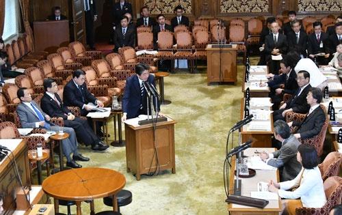 森友学園をめぐる文書改ざん問題で、国会では集中審議が行われた(写真:Natsuki Sakai/アフロ)