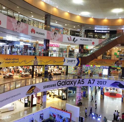 ミャンマーに出現した高級ショッピングモール