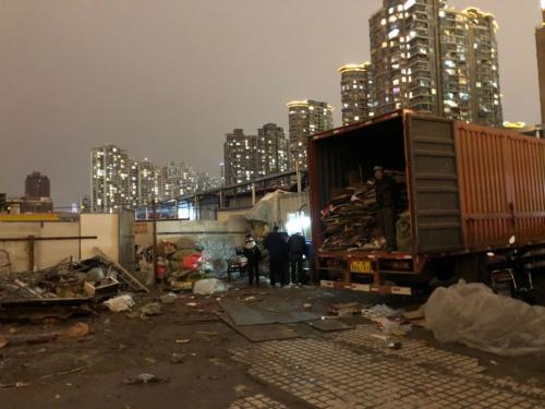 鉄くずの回収業者はかつてのスラム街にあった(上海光復西路。2018年12月)