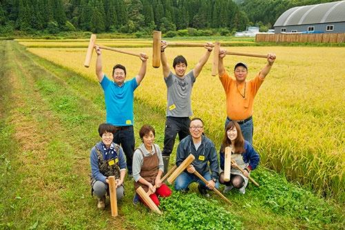 北海道宝島旅行社の「Hokkaido Treasure Island Travel」7泊8日のグリーンツーリズムツアーでは、農業体験や農家民泊も。旅行代金は1人当たり26万~44万円、6人で156万~264万円