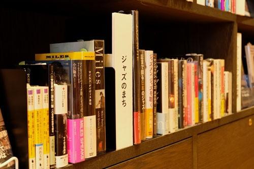 「ジャズのまち」など地域に関連したテーマで本をセレクト