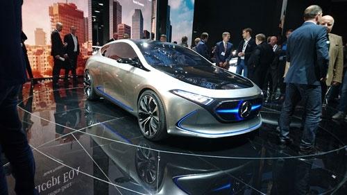 ダイムラーが公開したEVのコンセプトカー「EQA」