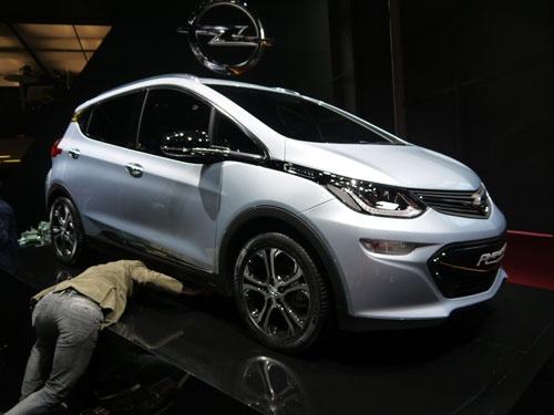 オペルが出展した新型EV「アンペラE」