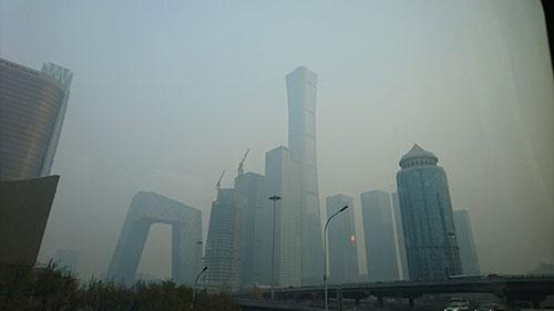 スモッグに覆われた北京市の中心部